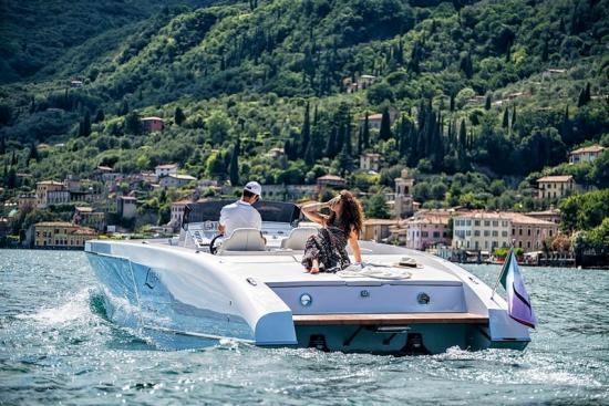 1017 Boat Limousine 1