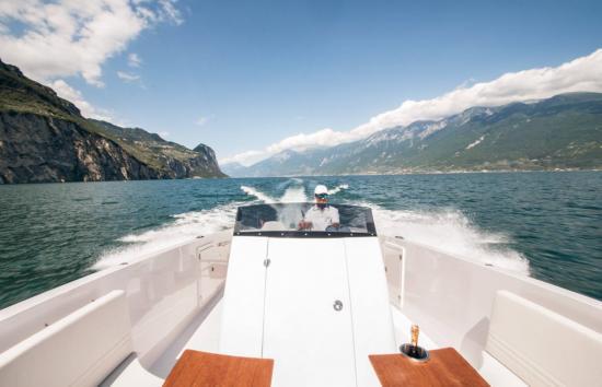 1017 Boat Limousine  3