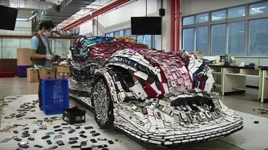 xe ô tô làm từ điện thoại bỏ đi