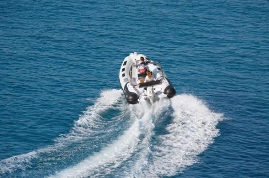 Du thuyền Cayman 19 Sport 2