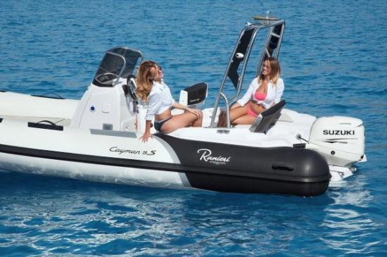 Du thuyền Cayman 19 Sport 4