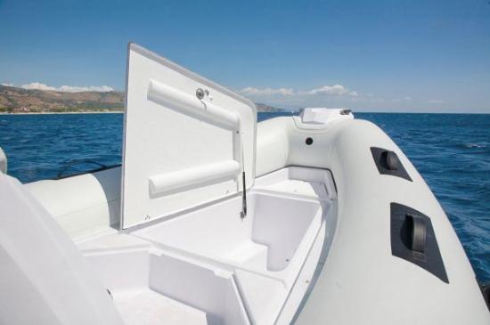 Du thuyền Cayman 19 Sport 6