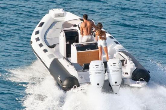 Du thuyền Cayman 31 Sport Touring 2