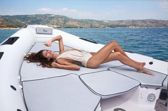 Du thuyền Cayman 31 Sport Touring 6