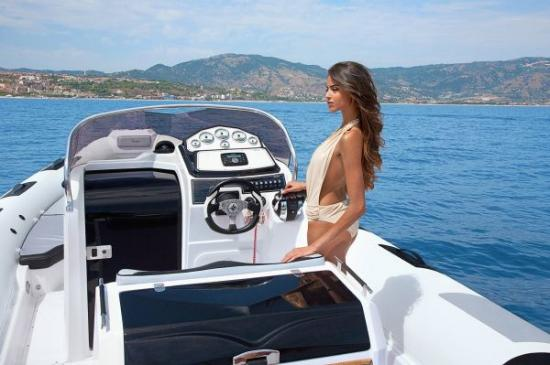 Du thuyền Cayman 31 Sport Touring 7