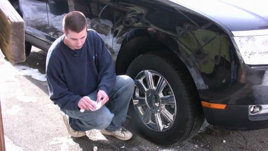 Làm sạch nhôm ô tô 2