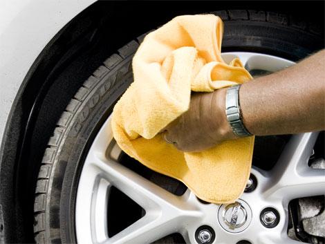 Làm sạch nhôm ô tô 4