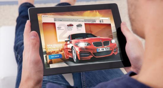 Khách hàng mua xe BMW trực tuyến 1