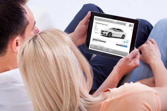 Khách hàng mua xe BMW trực tuyến 2