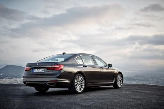 Khách hàng mua xe BMW trực tuyến 3