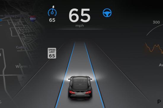 CEO chê Autopilot của hãng xe Tesla