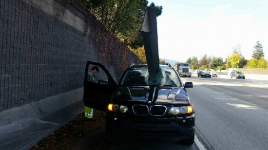 Tài xế xe BMW thoát chết thần kỳ trong pha đâm xuyên thót tim 1