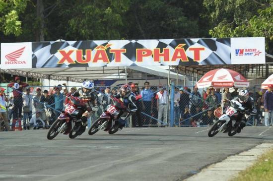 Giải đua xe máy Bình Dương9