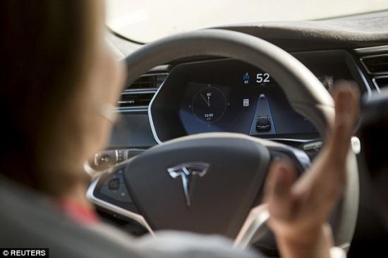 Hệ thống tự lái Tesla