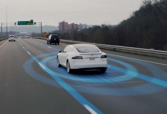 Xe Tesla Autopilot