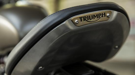 Xe Triumph Bonneville Bobber 2017  10