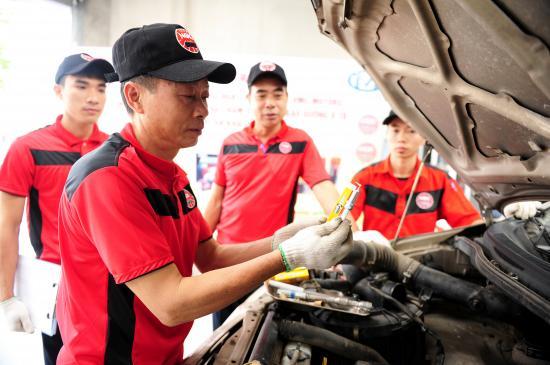 NGK Việt Năm chăm sóc bugi ô tô miễn phí 5