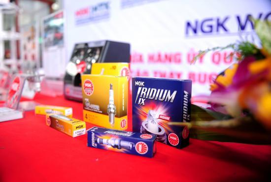 NGK Việt Năm chăm sóc bugi ô tô miễn phí 6