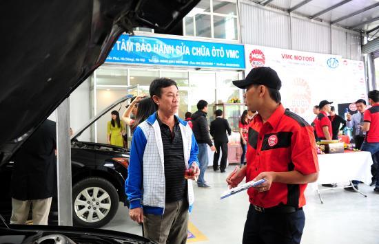NGK Việt Năm chăm sóc bugi ô tô miễn phí 7