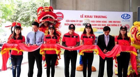 NGK Việt Năm chăm sóc bugi ô tô miễn phí 8