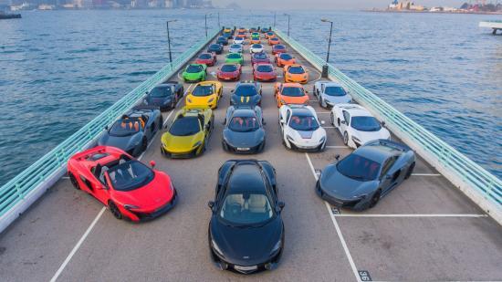 Siêu xe McLaren diễu hành chào năm mới 1