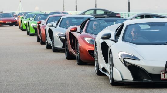 Siêu xe McLaren diễu hành chào năm mới 3