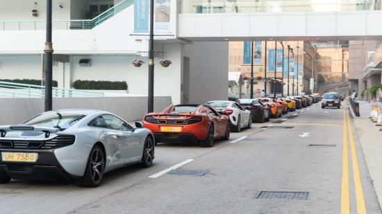 Siêu xe McLaren diễu hành chào năm mới 4