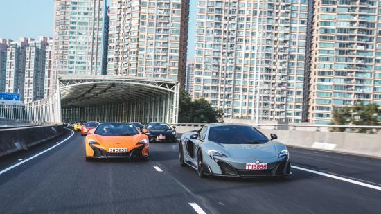 Siêu xe McLaren diễu hành chào năm mới 5