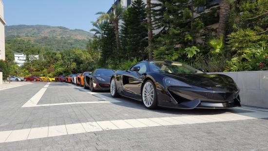 Siêu xe McLaren diễu hành chào năm mới 6