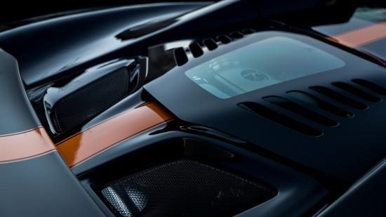 Siêu xe McLaren diễu hành chào năm mới 7