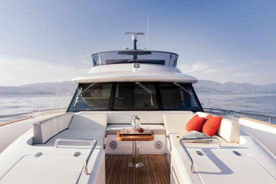 Du thuyền Azimut Magellano 66 1