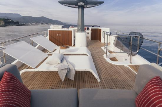 Du thuyền Azimut Magellano 66 5