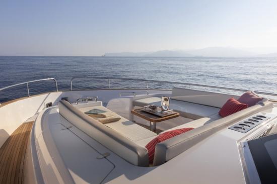 Du thuyền Azimut Magellano 66 6