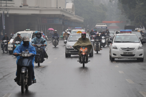 Đi xe máy an toàn trời mưa phùn 2