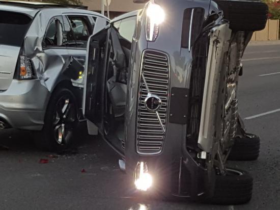 Xe tự lái Uber tai nạn