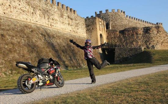 Nikki Misurelli du lịch trên xe Honda CBR 1