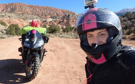 Nikki Misurelli du lịch trên xe Honda CBR 2