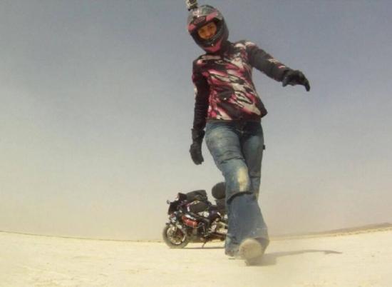 Nikki Misurelli du lịch trên xe Honda CBR 3