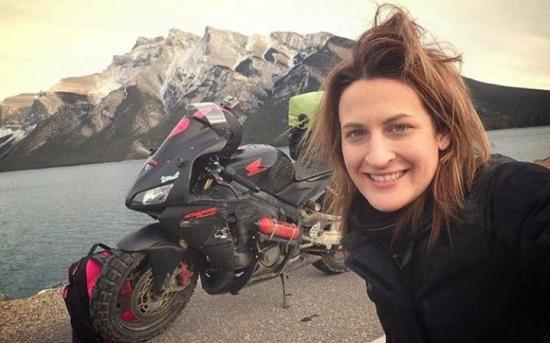 Nikki Misurelli du lịch trên xe Honda CBR