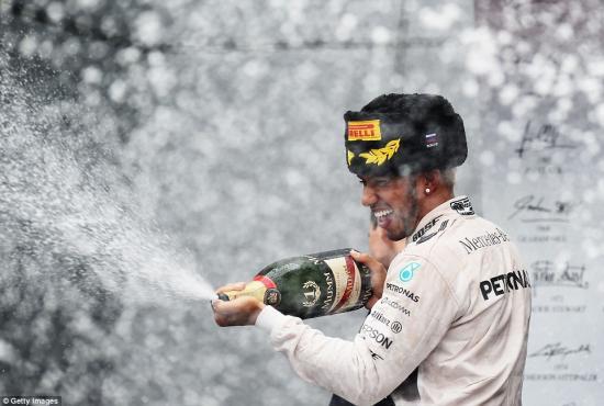 Mercedes-AMG vô địch F1 2015 16