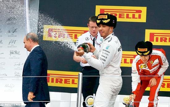 Mercedes-AMG vô địch F1 2015 12