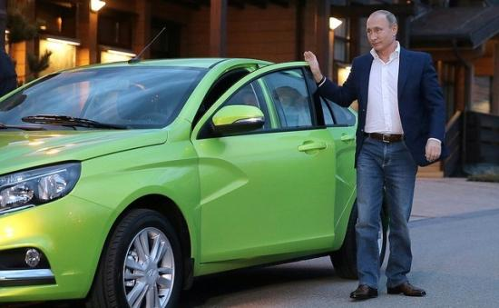 Tổng thống Nga Putin lái xe giá rẻ 2