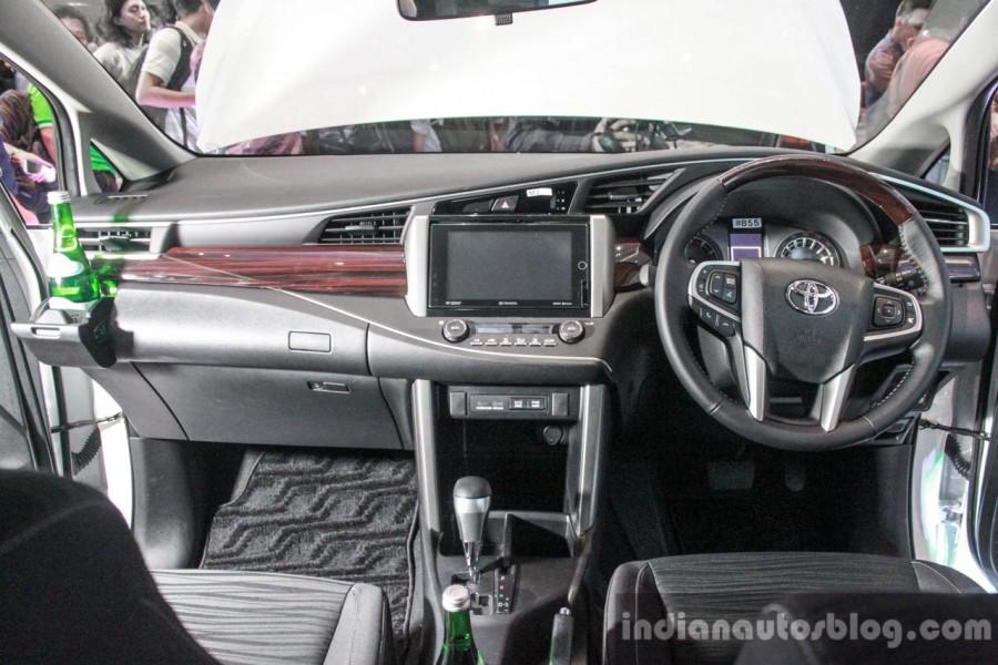 Toyota Innova 2016 đắt khách 8