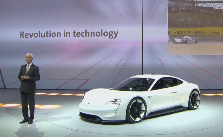 Xe điện Porsche Mission E 8
