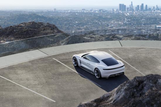 Xe điện Porsche Mission E 6