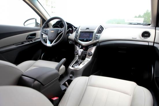 Chevrolet Cruze 2015 giá rẻ chất lượng cạnh tranh 3