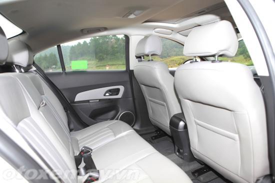 Chevrolet Cruze 2015 giá rẻ chất lượng cạnh tranh 5
