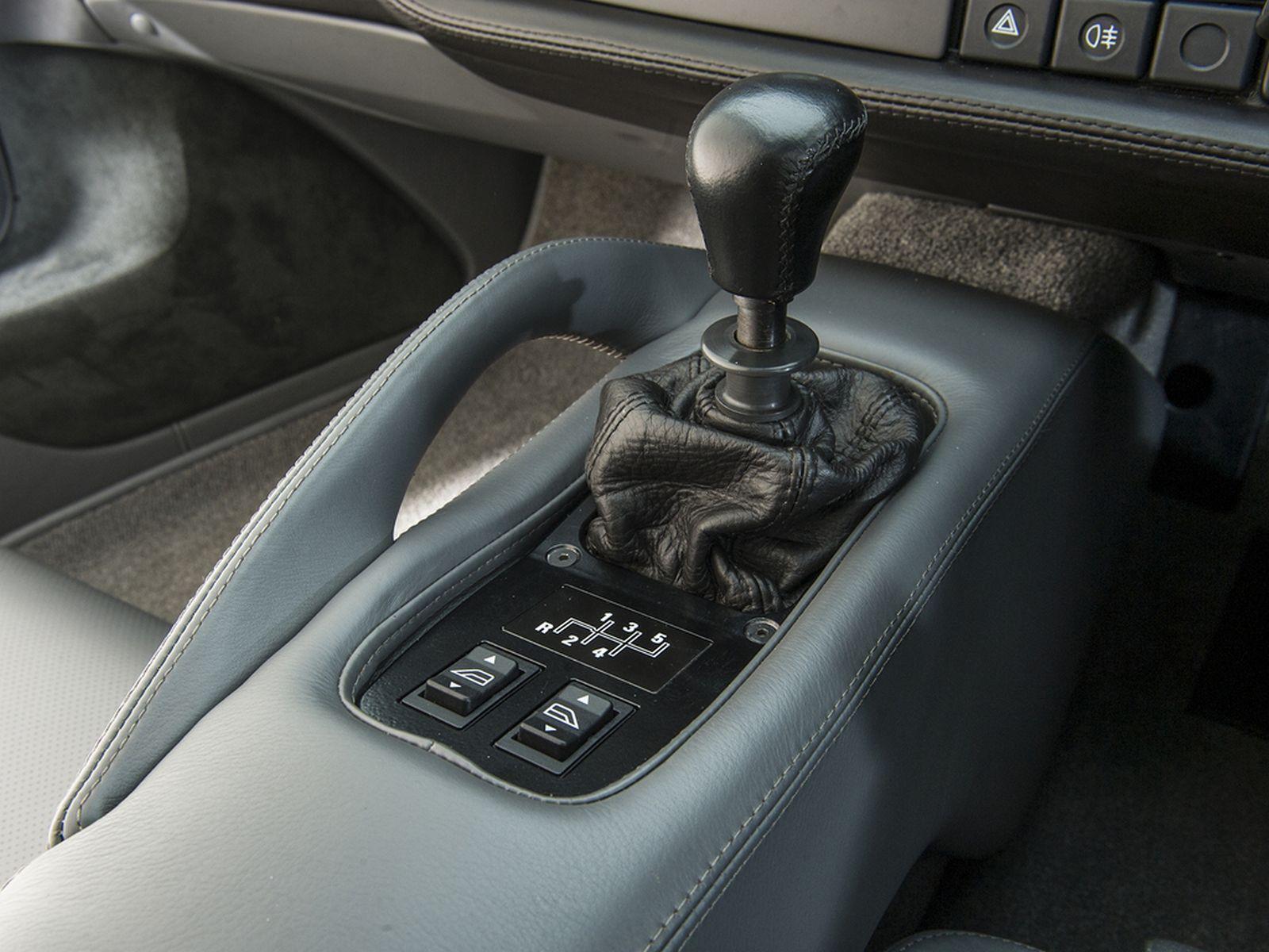 Xe cổ Jaguar XJ220 a18