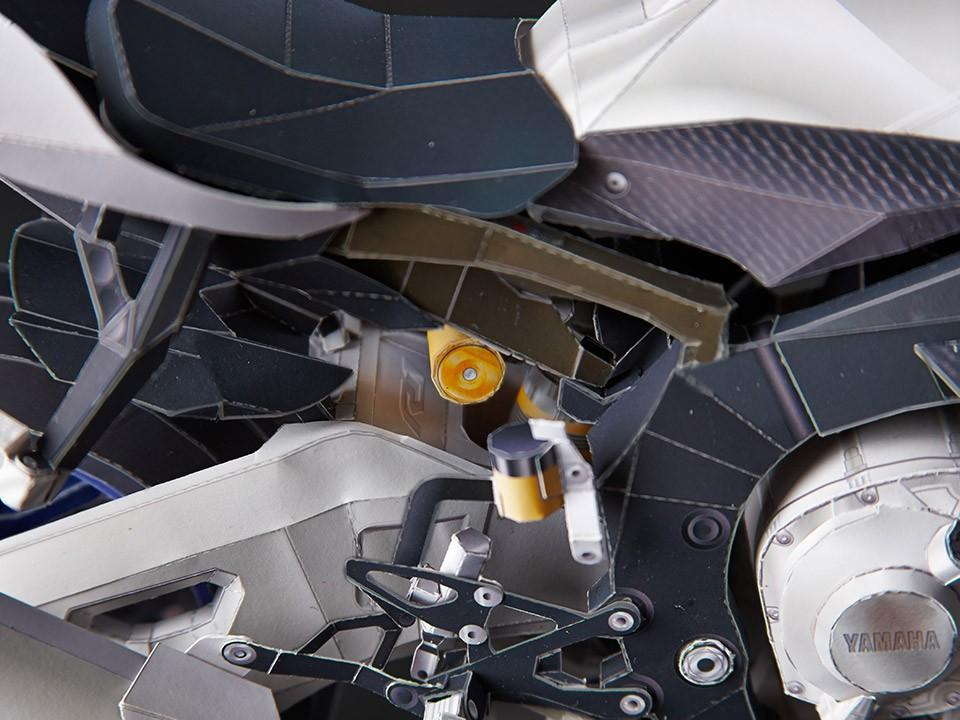 Yamaha YZF-R1M bằng giấy 14