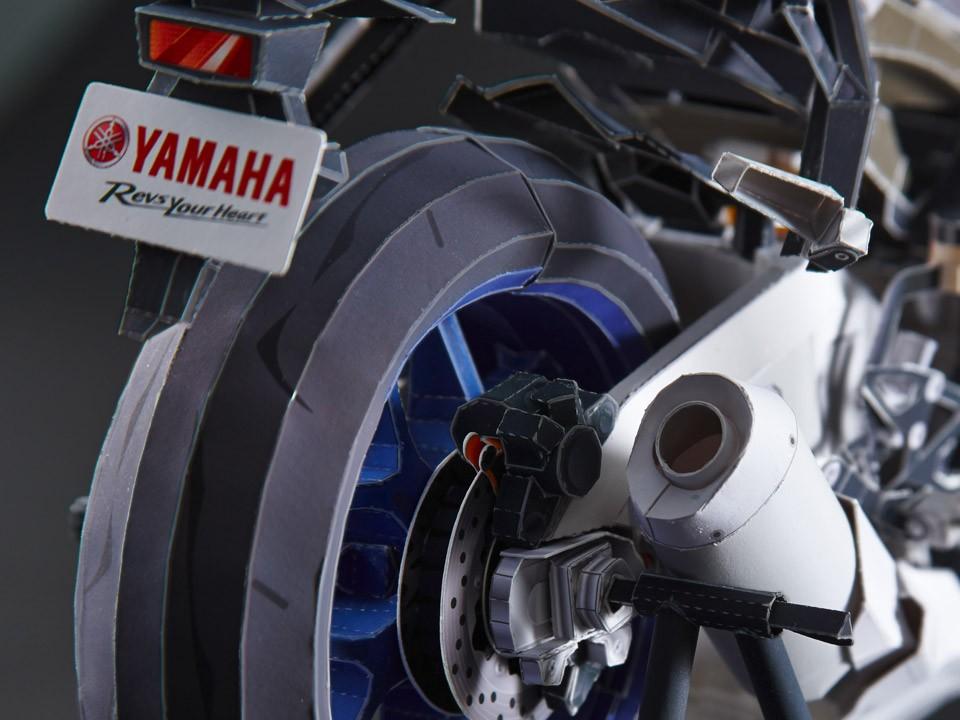 Yamaha YZF-R1M bằng giấy 16